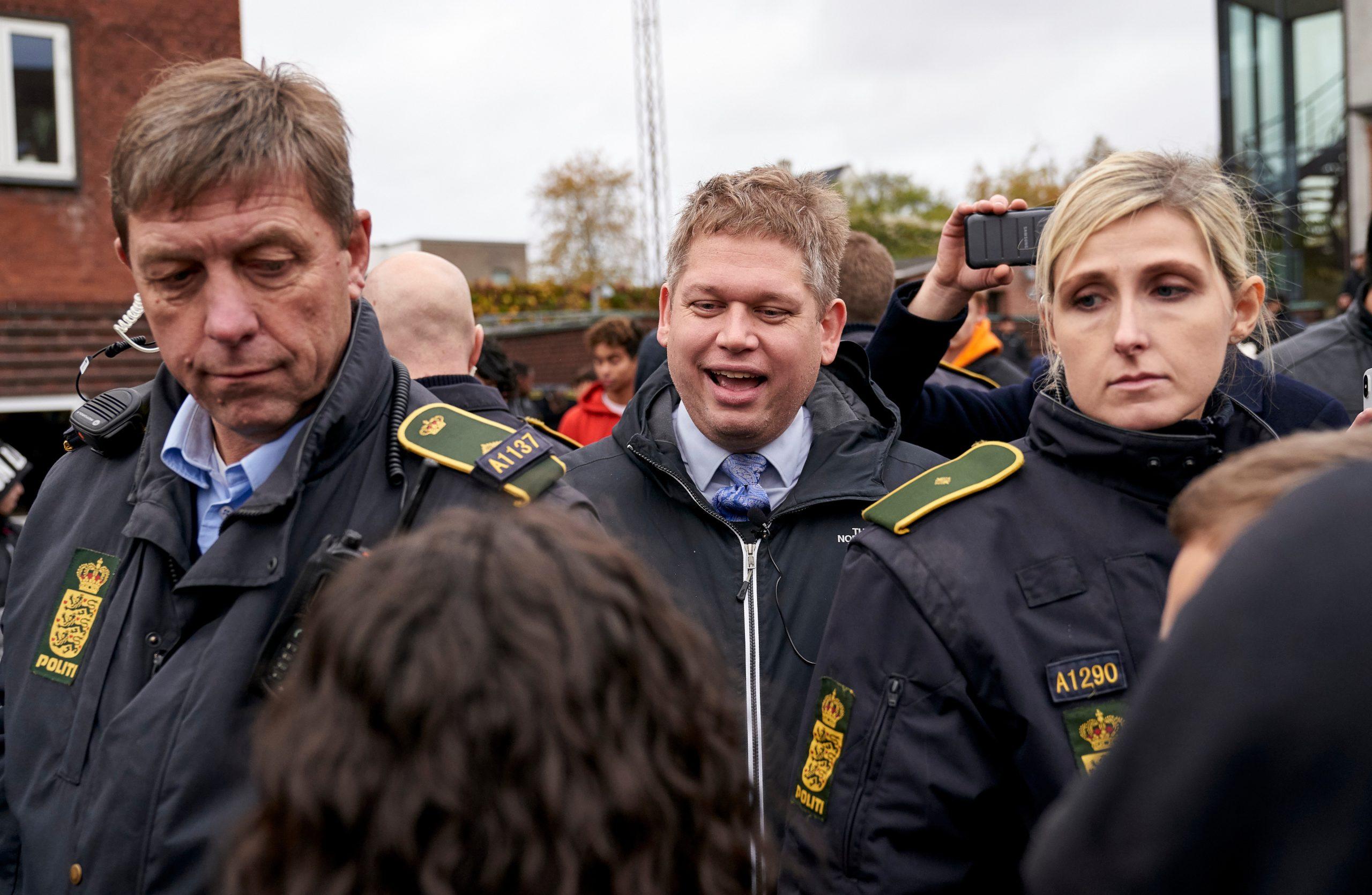 Stram Kurs  demonstration i Aarhus. Rasmus Paludan fra Stram Kurs holder dem på Åbyhøj Torv. Demoen blev afbrud og Rasmus blev  eskorteret væk af politiet.