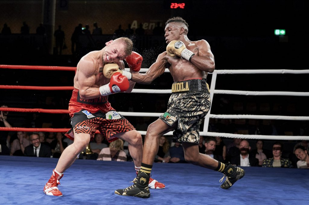 "Enock Mwandila Poulsen (DK) vs. Michal Syrowatka (Polen) Super Lightweight, Danish Fight Night's boksestævne ""Jørgen (Gamle) Hansen Memorial"" i Arena Randers lørdag den 15. juni 2019."